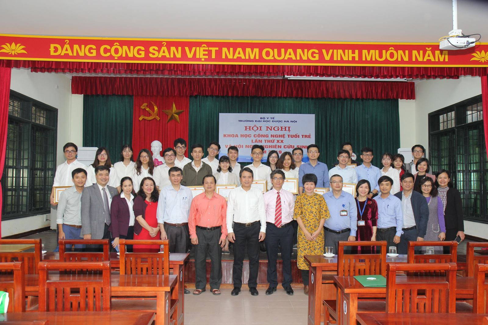 Hội nghị khoa học công nghệ tuổi trẻ Trường Đại học Dược Hà Nội lần thứ XX